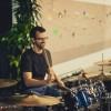 Marc-Etienne Desjardins qui joue de la batterie à Las Vegas